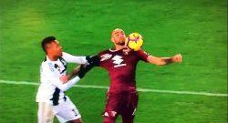 Torino-Juve, clamoroso rigore netto non fischiato su Zaza: neanche visionato al VAR! [VIDEO]