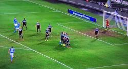 Super gol di Milik su punizione, raddoppio azzurro! Napoli 2 Lazio 0 [VIDEO]