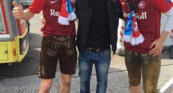 Napoli-Salisburgo in clima di pace e sportività, ecco tre tifosi abbracciati a Mergellina! [FOTO]